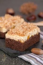 knuspriger blechkuchen mit kokosraspeln vanillecreme und