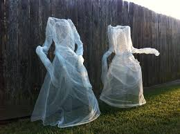 Halloween Yard Decorations Pinterest by Chicken Wire And Cheese Cloth Halloween Ghosts Yard Decorations