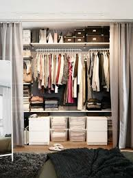 ikea dressing chambre dressing avec rideau 25 propositions pratiques et jolies