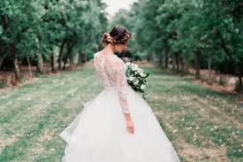 To Help You Find The Right Dress We Have Compiled A List Of 14 Most Beautiful Rustic Wedding Dresses Read On