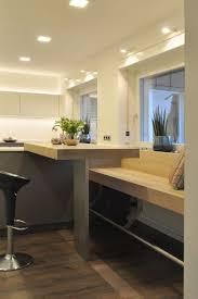 bank mit stehtisch an der kücheninsel stehtisch küche