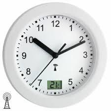 details zu neu tfa wanduhr funkuhr funk badezimmer uhr quarz weiß rund thermometer ø 17 cm