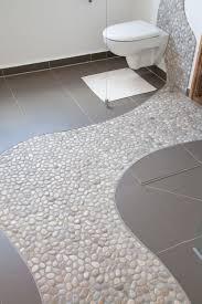 kieselsteine im badezimmer stein dusche duschwand bad