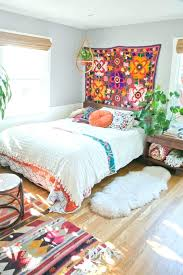 plante verte dans une chambre à coucher deco chambre boheme tapis boheme suspension plante verte tapis deco