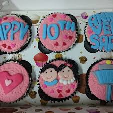Normal Size Cupcakes With Customised Fondant Design 6s