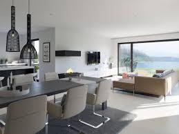 modernes wohnzimmer offen mit esstisch küche