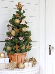 Saran Wrap Christmas Tree With Ornaments by How To Make Cookie Cutter Christmas Ornaments Hgtv