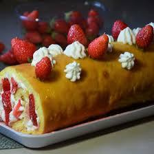 dessert avec creme fouettee recette gâteau roulé aux fraises et à la crème fouettée