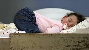 a quel age bébé dort dans sa chambre toutes les réponses à vos questions sur le sommeil de bébé entre 1