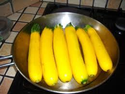 cuisiner la courgette jaune recette courgettes jaunes à la poêle recette courgettes jaunes à