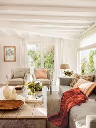Sal³n blanco con sofá gris y dos butacas