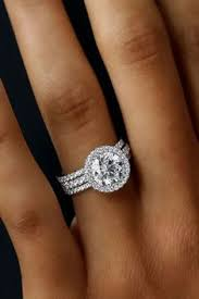 5 Must Read Reasons Why a Halo Engagement Ring Deserves to Be