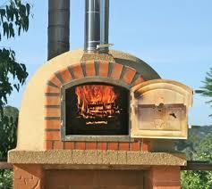 four a pizza exterieur four à pizza extérieur à fabriquer soi même en utilisant une balle