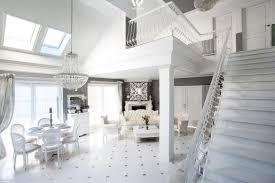 elegantes wohnzimmer komplett in weiss gehalten wohnidee