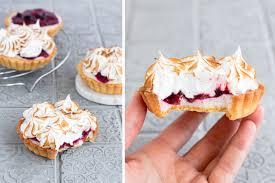 rhabarber tartelettes mit baiser haube madame dessert