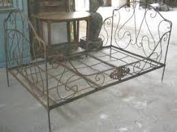 canapé lit fer forgé ancien lit en fer forgé banquette populaire banc mobilier de