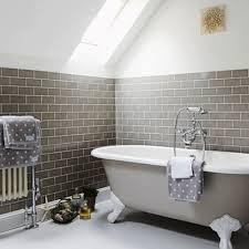 carrelage salle de bain metro comment disposer le carrelage dans la salle de bain