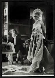 le bureau vintage essayes avec un mannequin dans le bureau de jeanne lanvin vers 1940
