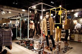 TOPMAN Lakeside Displays By D1 Design Creative London