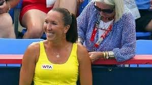 Jelena Jankovic Snaps Bra Strap During Match Gets Help From Nice Tennis Spectator At Montreal Event