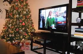 CHRISTMAS DECORATING TIPS IN A SMALLER APARTMENT