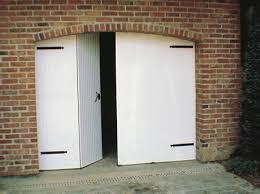 comment poser une porte de chambre comment poser une porte de garage battante leroy merlin