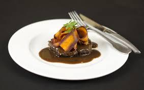 cuisiner paleron paleron de boeuf braisé carottes violettes et sauce riche et si