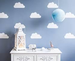 chambre bébé nuage idée déco chambre d enfant un mur chargé de nuages