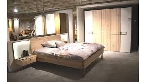 schlafzimmer wildeschenoptik mit colorglas weiß