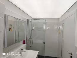 lichtdurchlässige spanndecke im bad spanndecken anbieter