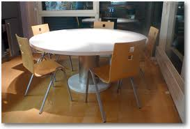 table ronde de cuisine table de cuisine corian ronde crea diffusion spécialiste corian