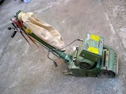 Hummel Floor Sander Hire by How To Use A Floor Sanding Machine Youtube