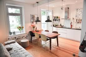 tolle küche mit essbereich balkonzugang holzboden und