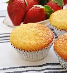 Sponge Cupcakes With Sparkling Apple Juice