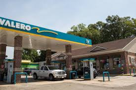 Fuel Glut Keeps Pressure On Refiners' Profit - WSJ Truck Stop Valero Quick Trip Sustained Hunger Strike Launched With Blockade At Valeros Houston Barstow Causa September 30 2016 Flying J Exterior Gas Station Shortage Bucees And Quik Youtube Business Fuel Card Awesome Brand Requirements Abbott Sturdy Oil Company 12 Arrested Antipeline Protest Memphis Refinery Gas Stock Photos I 10 High Tide Inc Online
