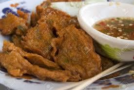 cuisine thailandaise traditionnelle cuisine traditionnelle thaïlandaise fried boules de pâte de poisson