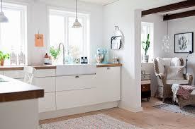 weiße einbauküche mit durchgang zum bild kaufen