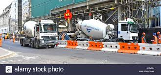 100 Concrete Truck Delivery Ready Mixed Cement Concrete Truck City Of London Street Partly Stock