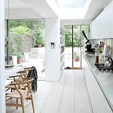 unglaublich weiß gestrichener holzboden mit modernen