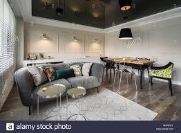 wohnzimmer mit sofa grau beige wände und schwarze stretch