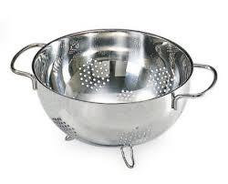 passoire de cuisine passoire lexique sur les ustensiles de cuisine sur gourmetpedia