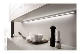 reglette cuisine avec prise reglette eclairage led plan de travail applique accessoires de cuisine