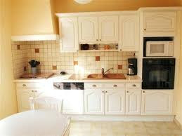 comment repeindre une cuisine meuble de cuisine rustique repeindre cuisine bois en blanc peindre