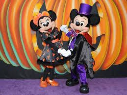 Headless Horseman Pumpkin Spice Whiskey by 15 Scary Good Treats And Eats From Disney Parks U0027 Halloween Time