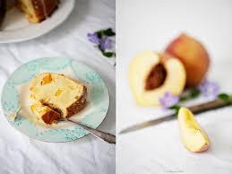 ein pfirsich schmand gugelhupf zucker zimt und liebe