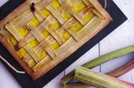 cuisiner la rhubarbe tarte vanille à la rhubarbe elise dit à table cuisine