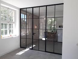stahl glas trennwände im industriefenster style