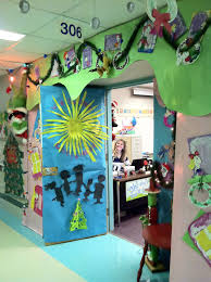 Christmas Office Decorating Ideas For The Door by Office Christmas Decorations Christmas Decorations Pinterest