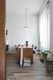 modernes esszimmer in gedeckten farben bild kaufen