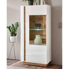 wohnzimmer vitrinenschrank in weiß und wildeiche optik skandi design